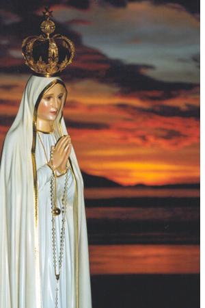 Virgen vestida de blanco y dorado